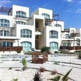 Гостиница Aphrodite Beachfront Resort — фото 1