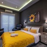 Black n Yellow Apartment — фото 2