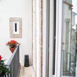 Sunny Studio, Balcony & Cathedral View — фото 3