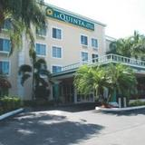Гостиница La Quinta Inn & Suites Sunrise Sawgrass Mills — фото 3