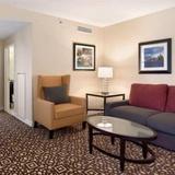 Гостиница Doubletree Guest Suites Detroit — фото 1